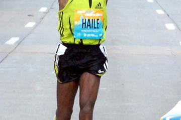 Haile Gebrselassie winning big in New York (Courtesy of New York Road Runners)