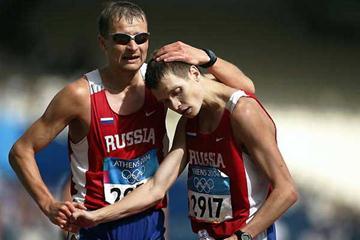 Aleksey Voyevodin (bronze) and Denis Nizhegorodov (silver) - 50km Athens Olympics (Getty Images)