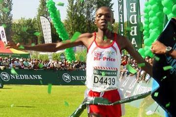 Lesotho's Mabuthile Lebopo wins the 2006 Soweto marathon (Mark Ouma)