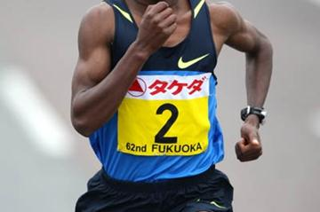 Tsegaye Kebede en route to his 2:06:10 course record in Fukuoka (Kazutaka Eguchi/Agence SHOT)