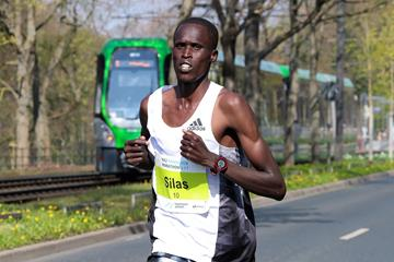 Silas Mwetich en route to the Hannover Marathon title (Victah Sailer/organisers)