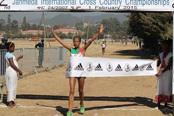 Genet Yalew winning at the 2015 Jan Meda International Cross Country (Bizuayehu Wagaw)
