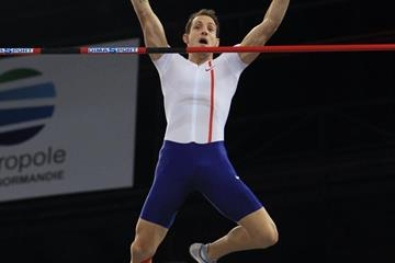 Renaud Lavillenie in action at the 2015 Rouen pole vault meeting (Jean-Pierre Durand)
