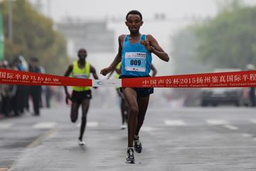 Mosinet Geremew winning at the 2015 Yangzhou Jianzhen International Half Marathon (Organisers)