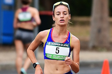 Sandra Arenas on her way to winning the 20km race walk in Adelaide (Getty Images)
