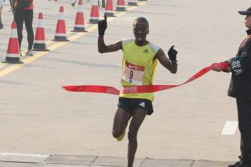 Stephen Mokoka winning at the 2013 Shanghai International Marathon (Organisers)