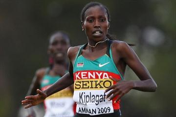 Florence Kiplagat overtakes Linet Masai to lead a Kenyan 1-2 in the senior women's race (Getty Images)