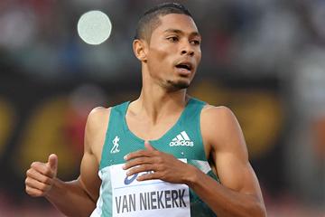Wayde van Niekerk wins the 400m (AFP / Getty Images)