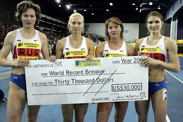 The Russian World indoor record quartet parade with the cheque (Getty Images)