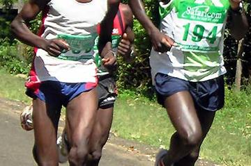 David Kemboi (left) battles with David Lang'at (194) at the Baringo 20km (David Macharia)