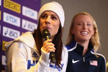 Ekaterini Stefanidi of Greece (l) and Sandi Morris of the USA at the IAAF/LOC press conference in Birmingham (Getty Images)