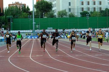 Justin Gatlin (c) en route to victory in the Madrid 100m (Juan Aguado)