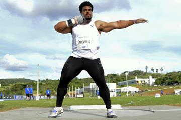 Nigeria's Chukwuebuka Enekwechi in action in the shot put in Bragança Paulista (Wagner Carmo / CBAt)