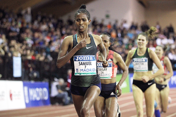 Alemaz Samuel on her way to winning the 3000m at the IAAF World Indoor Tour meeting in Madrid (Jean-Pierre Durand)