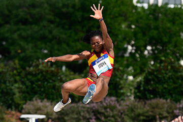 Juliet Itoya in the long jump at Fly Europe Paris (AFP / Getty Images)