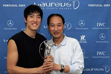 Coach Sun Haiping with co-world record holder Liu Xiang (Getty Images)
