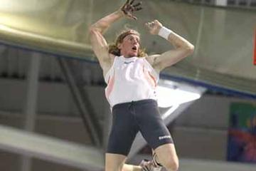 Flying higher still - Steve Hooker scales 6.06m in Boston (Victah Sailer)