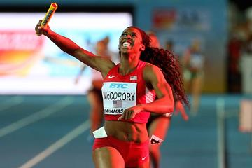 Francena McCorory anchors the USA's victorious 4x400m squad at the 2015 World Relays (Getty Images)