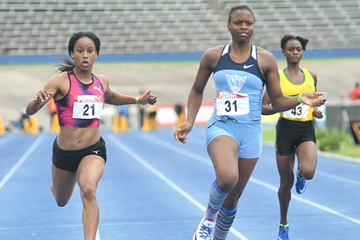 Kevona Davis in action at the Jamaican U20 and U18 Championships (Bryan Cummings / Jamaica Observer)