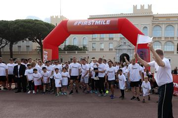 HSH Prince Albert of Monaco flags off the Athletics Family Mile Run  (IAAF)