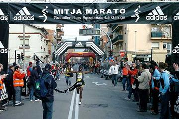 Samuel Wanjiru wins the  21st Mitja Marató de Granollers (Ramon Ferrandis)