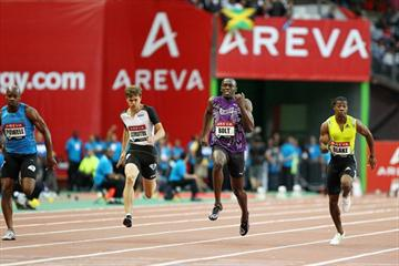 Usain Bolt defeats Asafa Powell in Paris (Errol Anderson)