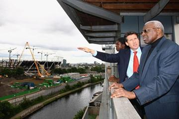 Olympic and world 400m champion Christine Ohuruogu, IAAF Vice President Lamine Diack (r) and London Olympic organising head Sebastian Coe surveying construction progress at London's Olympic stadium (Getty Images)