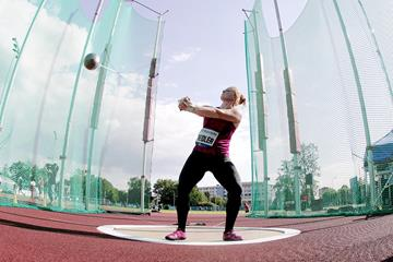 Betty Heidler on her way to winning the hammer in Ostrava (Pavel Lebeda / sport-pics.cz)