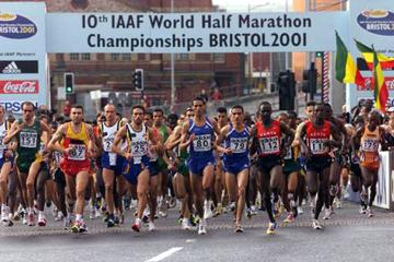 Start of the men's race at the 10th IAAF World Half Marathon Championships in Bristol (© Allsport)