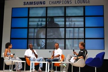 Hosts Joanna Hayes (left) and Felix Heimberg (right) talk to Allen Johnson (c.left) and Colin Jackson (c. right) - Samsung Champions Lounge at the Kulturstadion (IAAF.org)