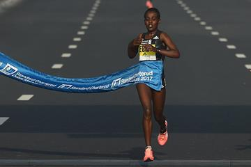 Worknesh Degefa wins the Dubai Marathon (Getty Images)