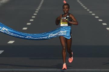 Worknesh Degefa wins the Dubai Marathon (Getty Images)