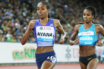 Almaz Ayana leads from Genzebe Dibaba in the 3000m at the IAAF Diamond League meeting in Zurich (Jean-Pierre Durand)