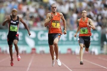 Jeremy Wariner en route to a dominating performance in Paris (Getty Images)