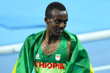Ethiopian distance runner Tamirat Tola (AFP / Getty Images)