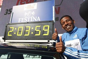 The clock says it all - history's first sub-2:04 run (Victah Sailer)
