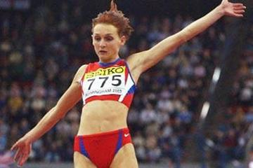 Tatyana Kotova winning the women's long jump final (Getty Images)
