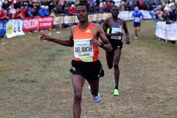 Ethiopia's Muktar Edris winning at the 2013 Cinque Mulini race (Gianfranco Colombo)