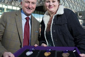 Cllr Ian Ward, Leader of Birmingham City Council, and Menna Jones, designer of the medals to be awarded at the IAAF World Championships Birmingham 2018 (Birmingham 2018 LOC)