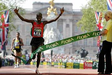 Martin Lel wins the 2007 Flora London Marathon (Getty Images)