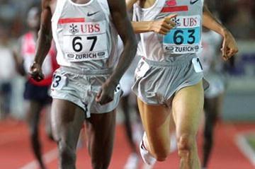 Bernard Lagat of Kenya defeats Hicham El Guerrouj in Zurich (Getty Images)