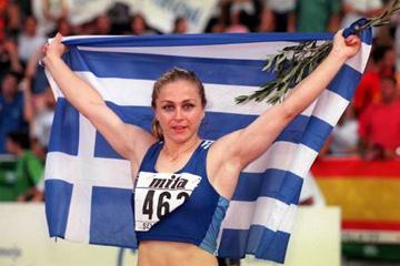 Mirela Manjani-Tzelili celebrates her victory (Allsport)