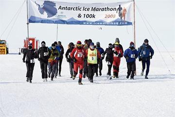 The start of the 2008 Antarctic Ice Marathon & 100k (c)