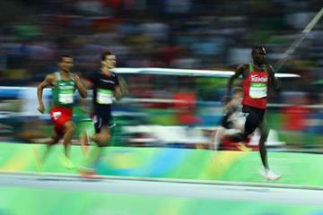 David Rudisha leads the 800m final at the Rio 2016 Olympic Games (Getty Images)