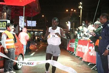 Imane Merga takes the victory in Amadora (Marcelino Almeida)