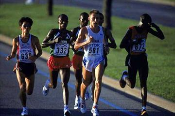 Stefano Baldini heads the field in the 2001 World championships Marathon (bronze medallist) (Getty Images)