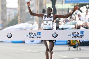 Dennis Kimetto sets a world record at the 2014 BMW Berlin Marathon (Organisers / photorun.net)