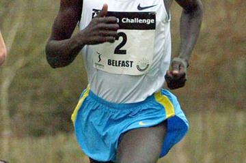 Barnabas Kosgei en route to victory at the 2006 Belfast Cross Country (Mark Shearman)