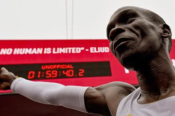 Eliud Kipchoge celebrates in Vienna (AFP / Getty Images)