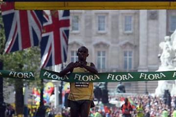 Sammy Wanjiru wins the 2009 London Marathon (Getty Images)